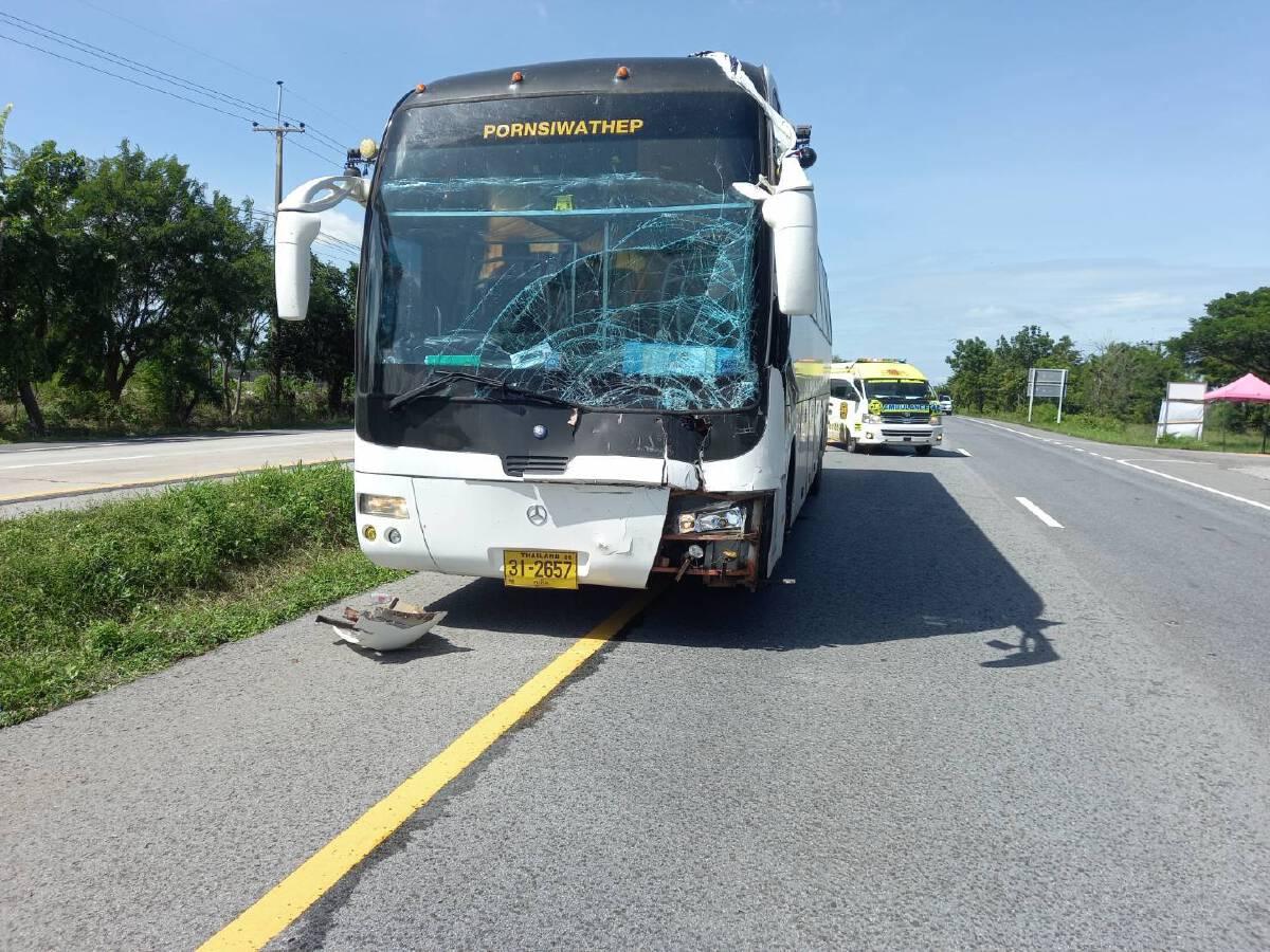 รถบัสขนผู้ป่วยโควิดกชนท้ายรถพ่วง กู้ภัยใส่ชุด PPE วิ่งรับส่งต่อกันวุ่น