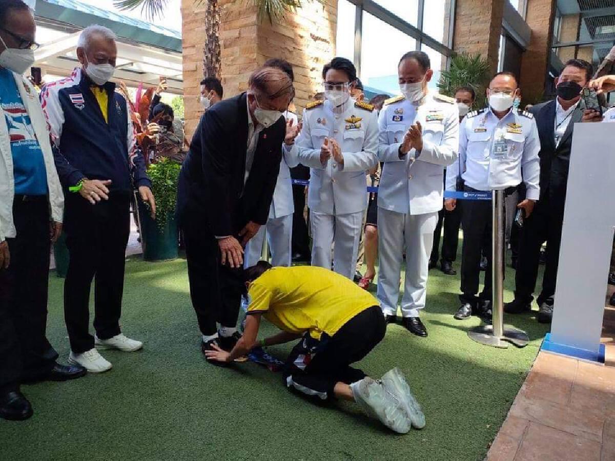 """ประมวลภาพ """"น้องเทนนิส"""" หิ้วเหรียญทองโอลิมปิกกลับประเทศไทย"""