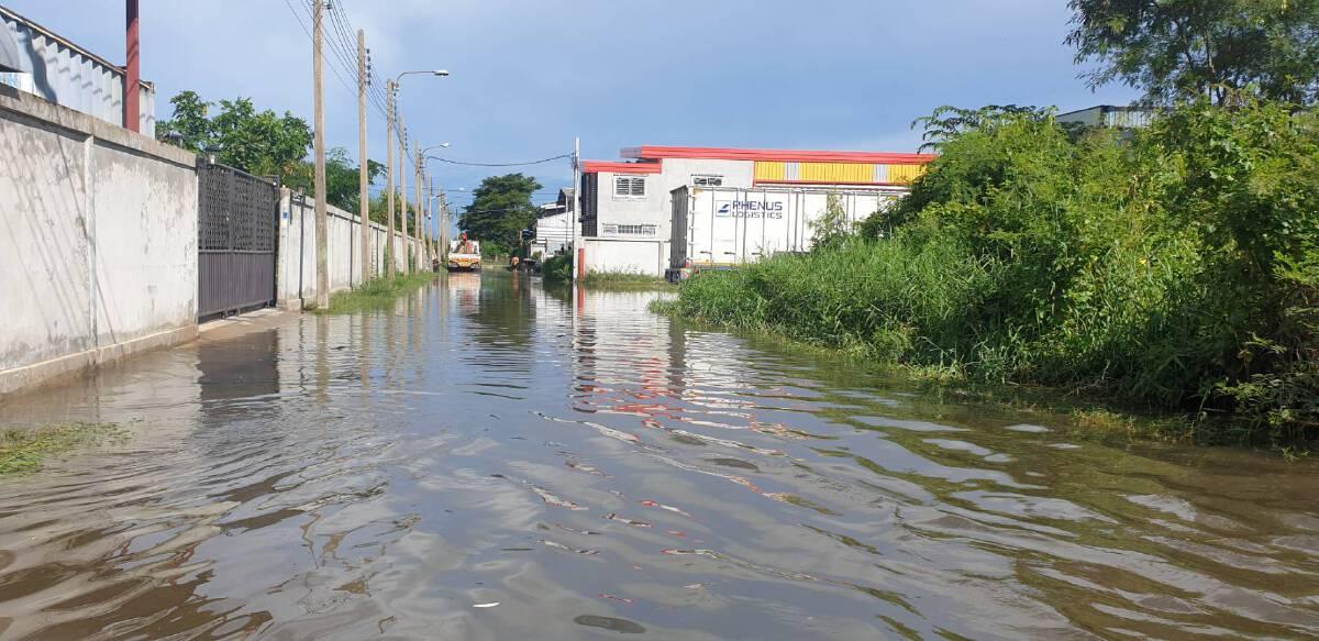 ชาวบ้านเมืองเอกบางปูร้องขอความช่วยเหลือด่วนหลังจมน้ำมานาน 3 วัน