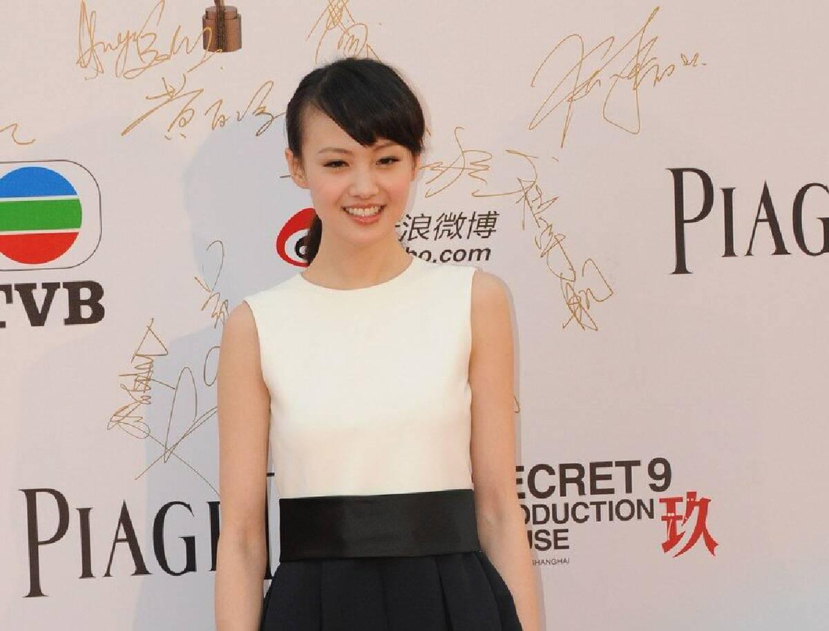 เจิ้งส่วง นักแสดงหญิง ในเขตบริหารพิเศษฮ่องกงทางตอนใต้ของจีน วันที่ 15 เม.ย. 2012