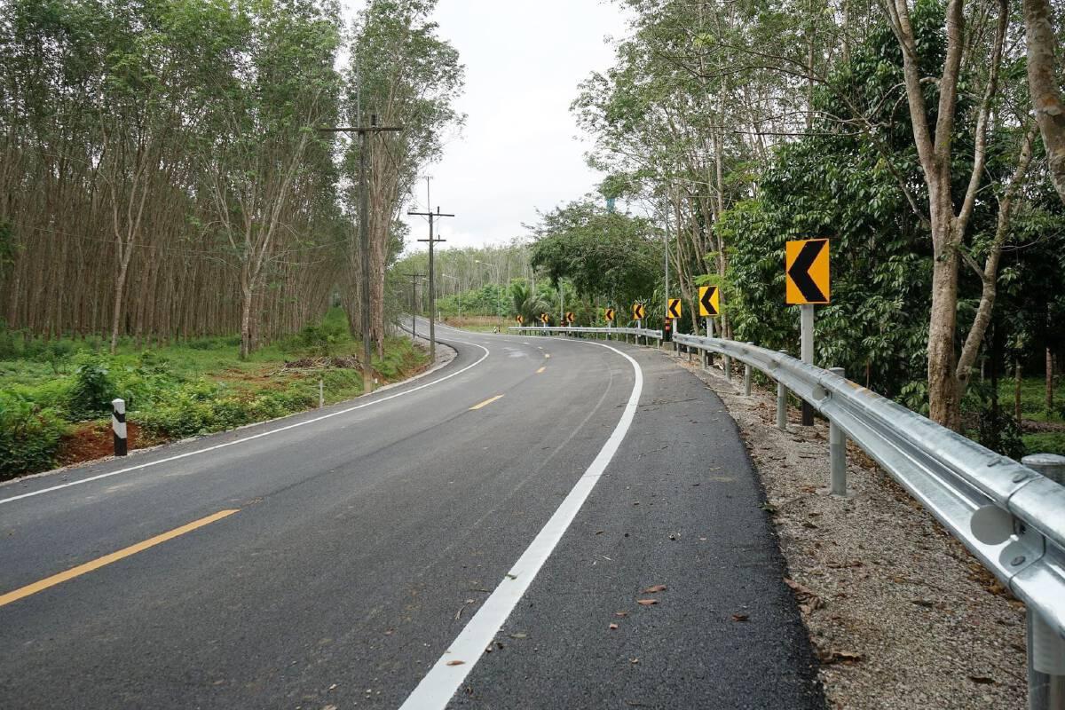 ทางหลวงชนบทลาดยางถนนเชิงสะพานข้ามคลองพิกุล จ.ตรัง แล้วเสร็จ