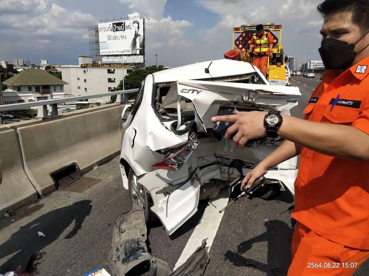 หนุ่มรถเสียบนทางด่วน ถูกชนกระเด็นเสียชีวิต