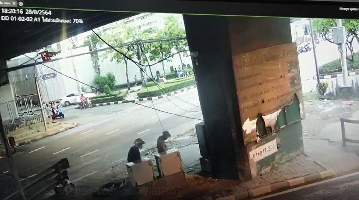 ป่วน ! ผู้ชุมนุมทำลายกล้อง CCTV ใต้ด่วนดินแดง