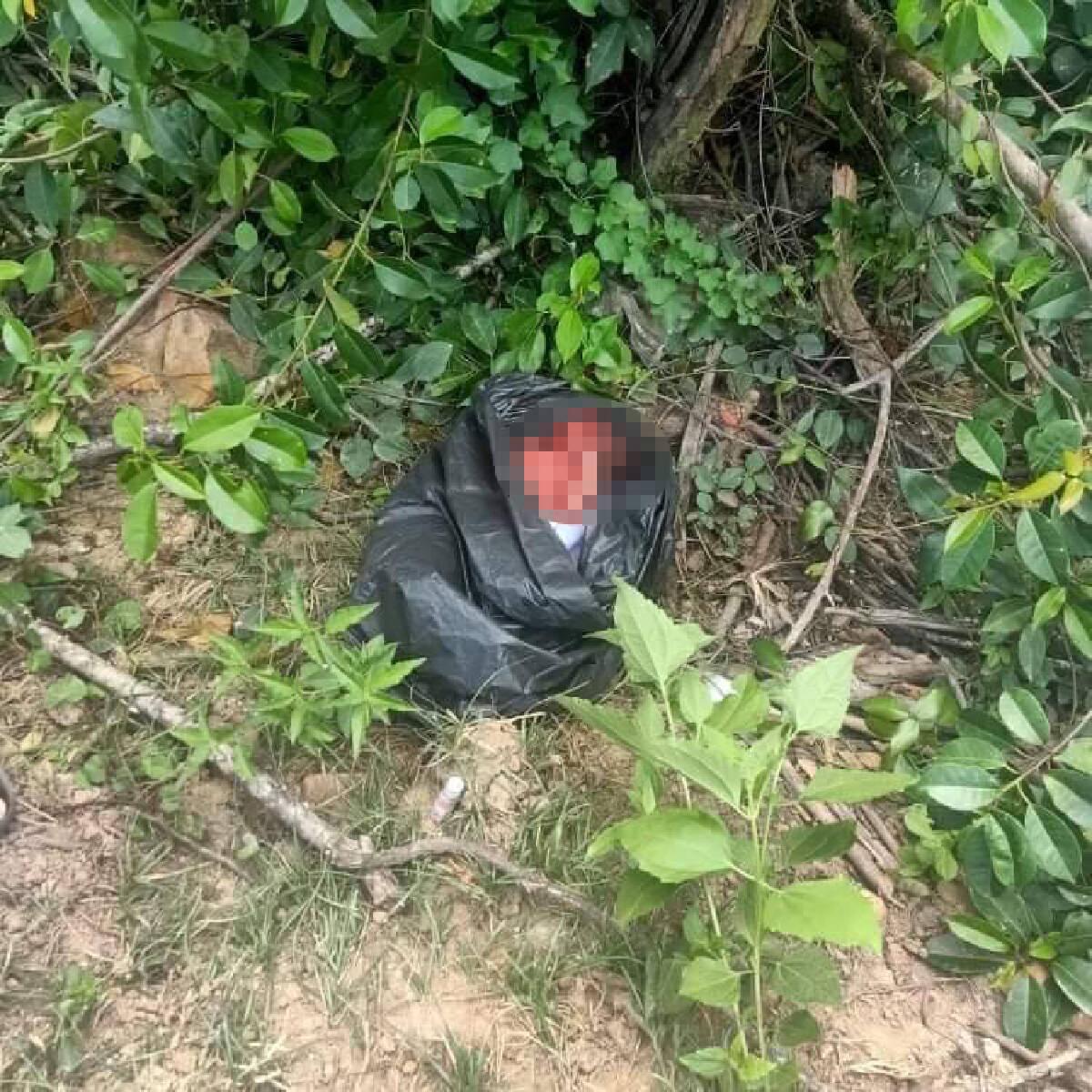 แม่ใจบาปทิ้งทารกแรกเกิดป่าข้างทางมดกัดทั้งตัว โชคดีชาวบ้านช่วยทัน