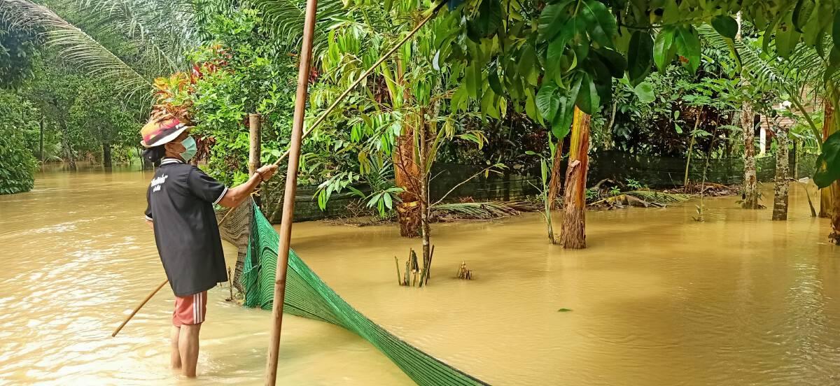 มวลน้ำป่าไหลท่วม 160 ครัวเรือน  40 ชีวิตถูกกักตัวกลางน้ำ