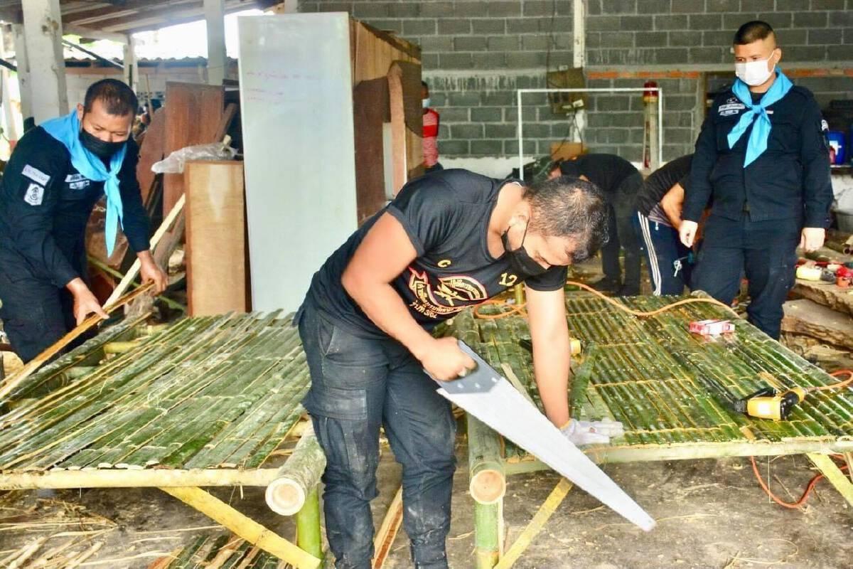 หน่วยเฉพาะกิจทหารพรานยะลา เร่งผลิต-ส่งมอบเตียงไม้ไผ่