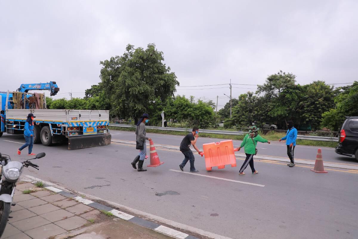 รื้อแบริเออร์เกาะกลางถนนออก หลังประชาชนได้รับความเดือดร้อน
