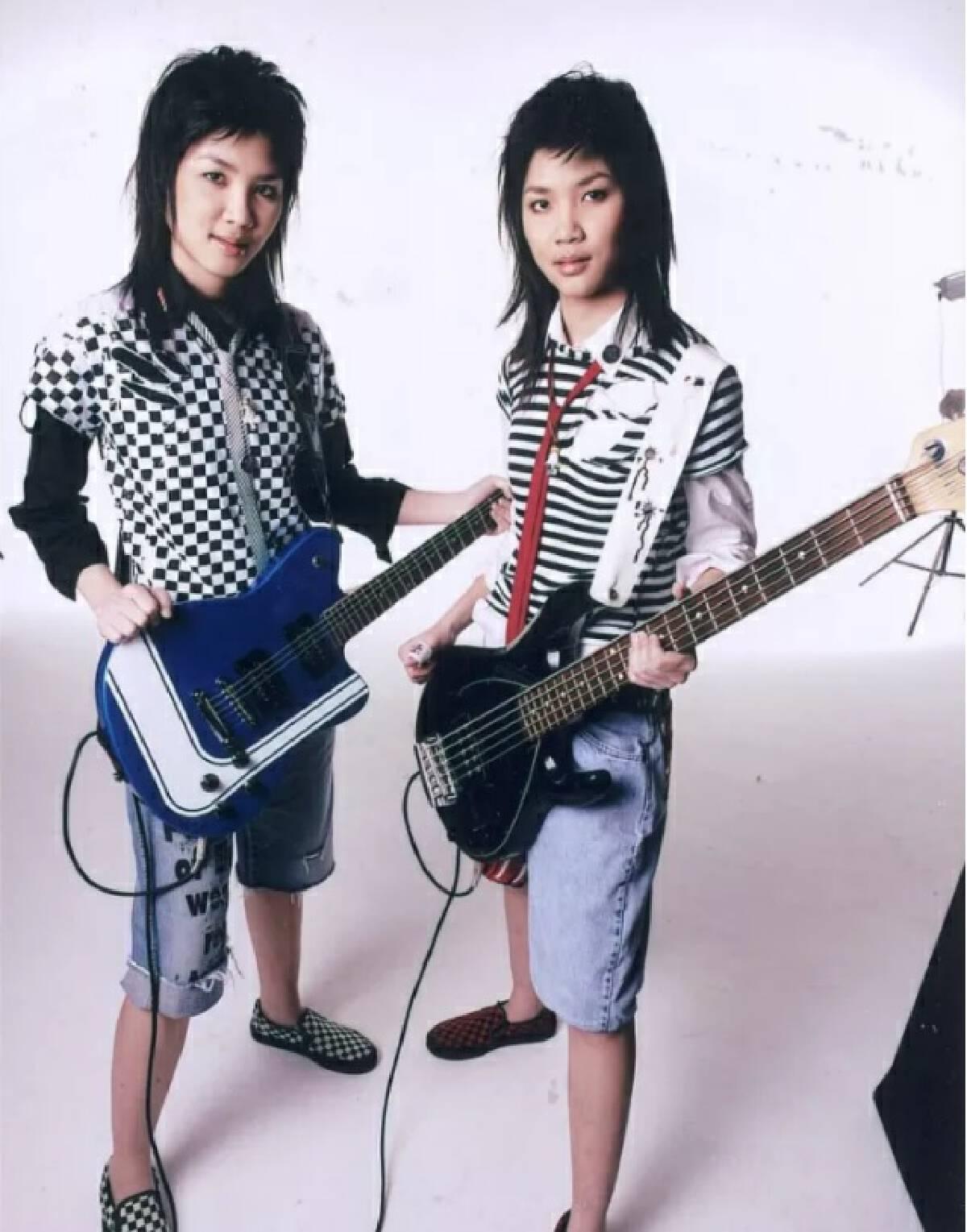 เปิดประวัติลูกสาวฝาแฝดนายกฯ