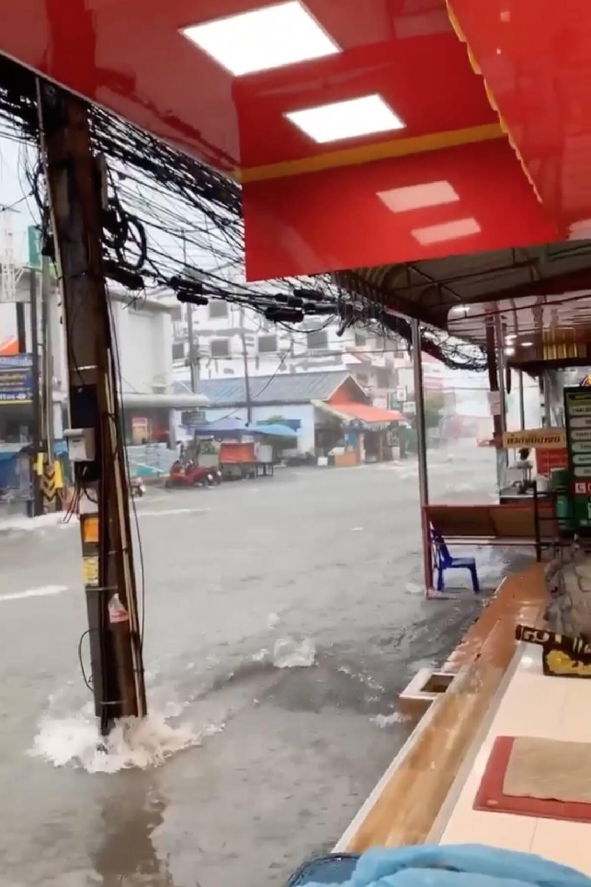 พัทยาอ่วม! หลายพื้นที่จมบาดาลหลังถูกฝนถล่มตั้งแต่เมื่อคืน