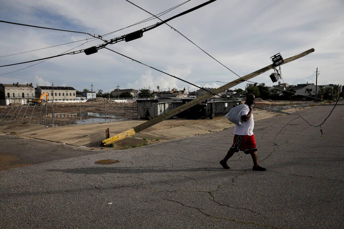 """พายุ""""ไอดา""""ทำให้อเมริกันล้านคนอาจเจอไฟดับเกือบเดือน"""