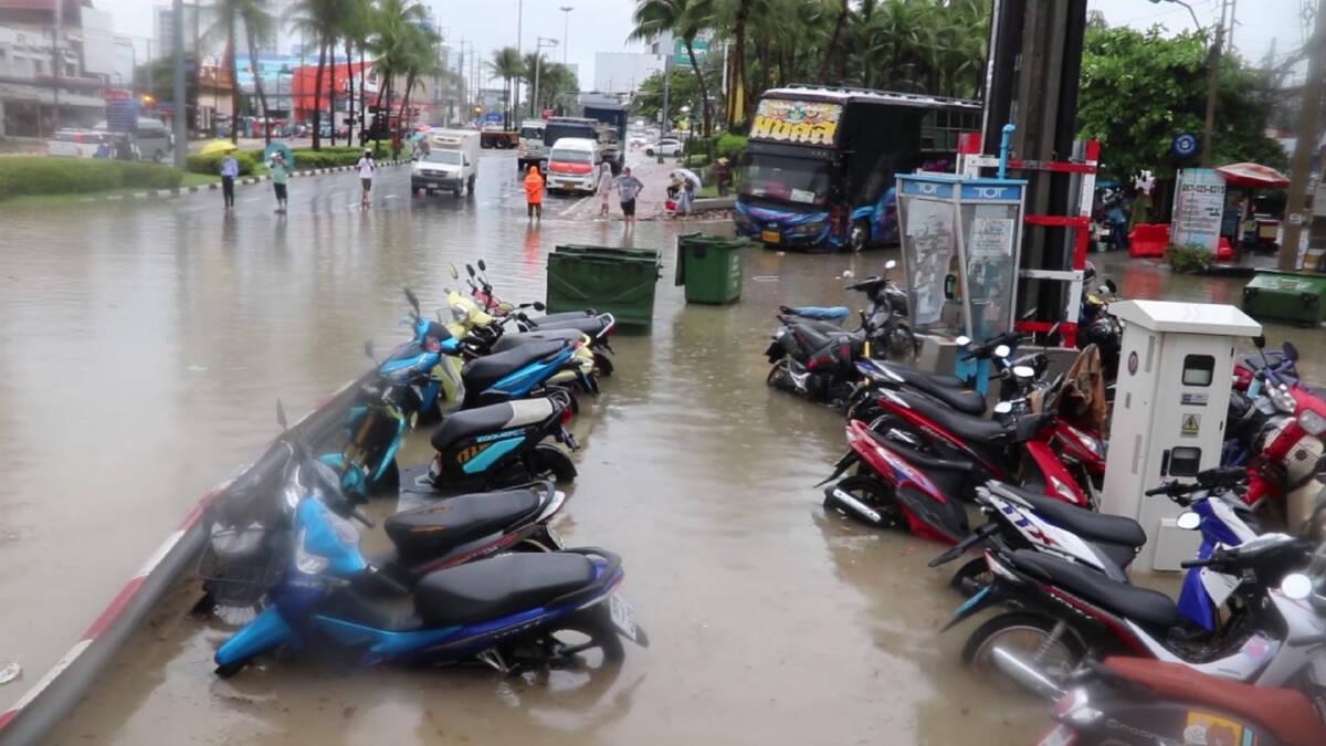 นายกเมืองพัทยาเร่งฟื้นฟูสำรวจความเสียหาย หลังพายุฝนกระหน่ำท่วมบ้านเรือน