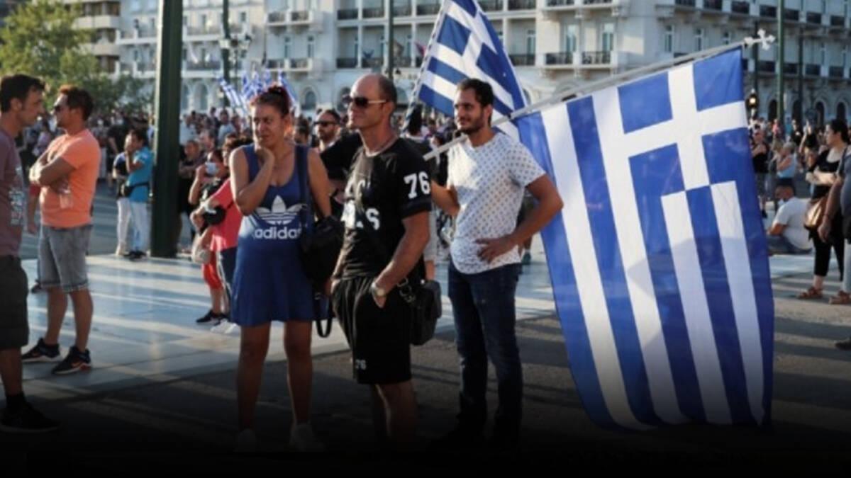 ตร.กรีซ ใช้แก๊สน้ำตาฉีดน้ำสลายการชุมนุมต่อต้านรัฐบาล บังคับฉีดวัคซีน
