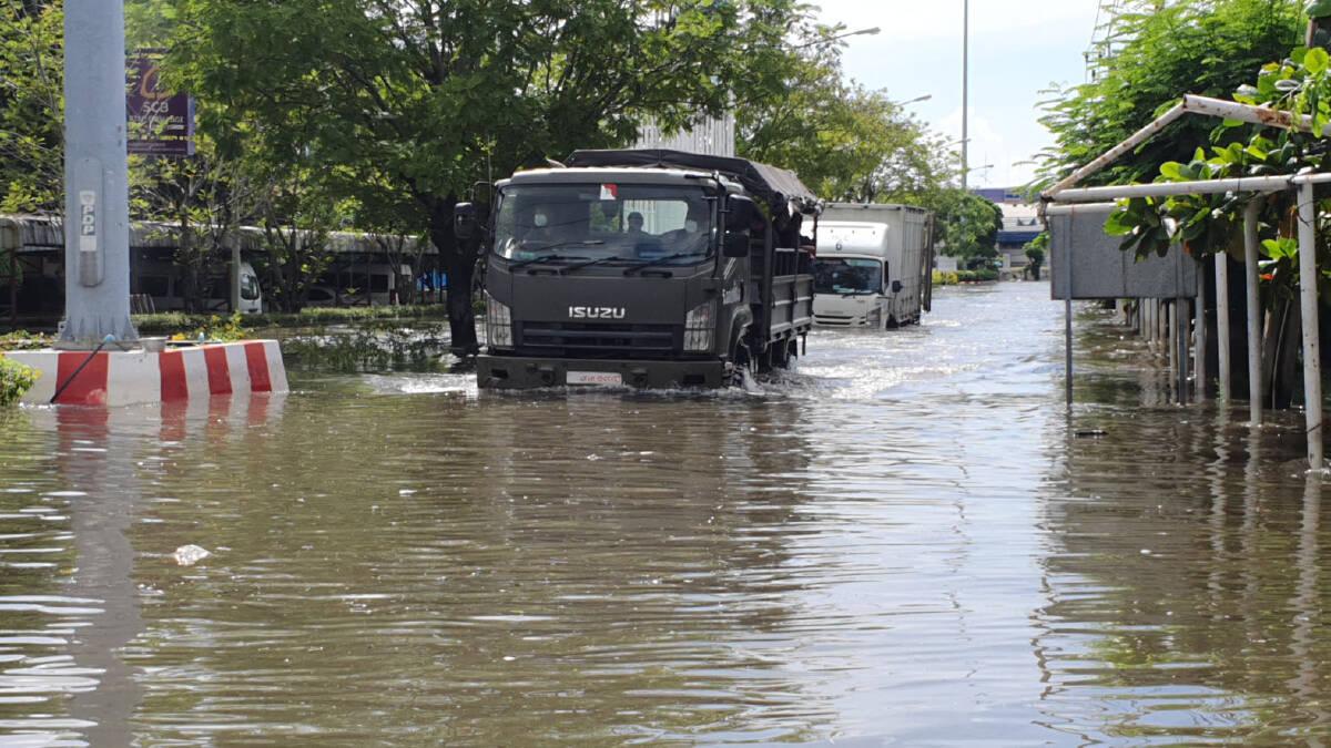 สถานการณ์น้ำท่วมในนิคมบางปูเริ่มดีขึ้นแล้ว