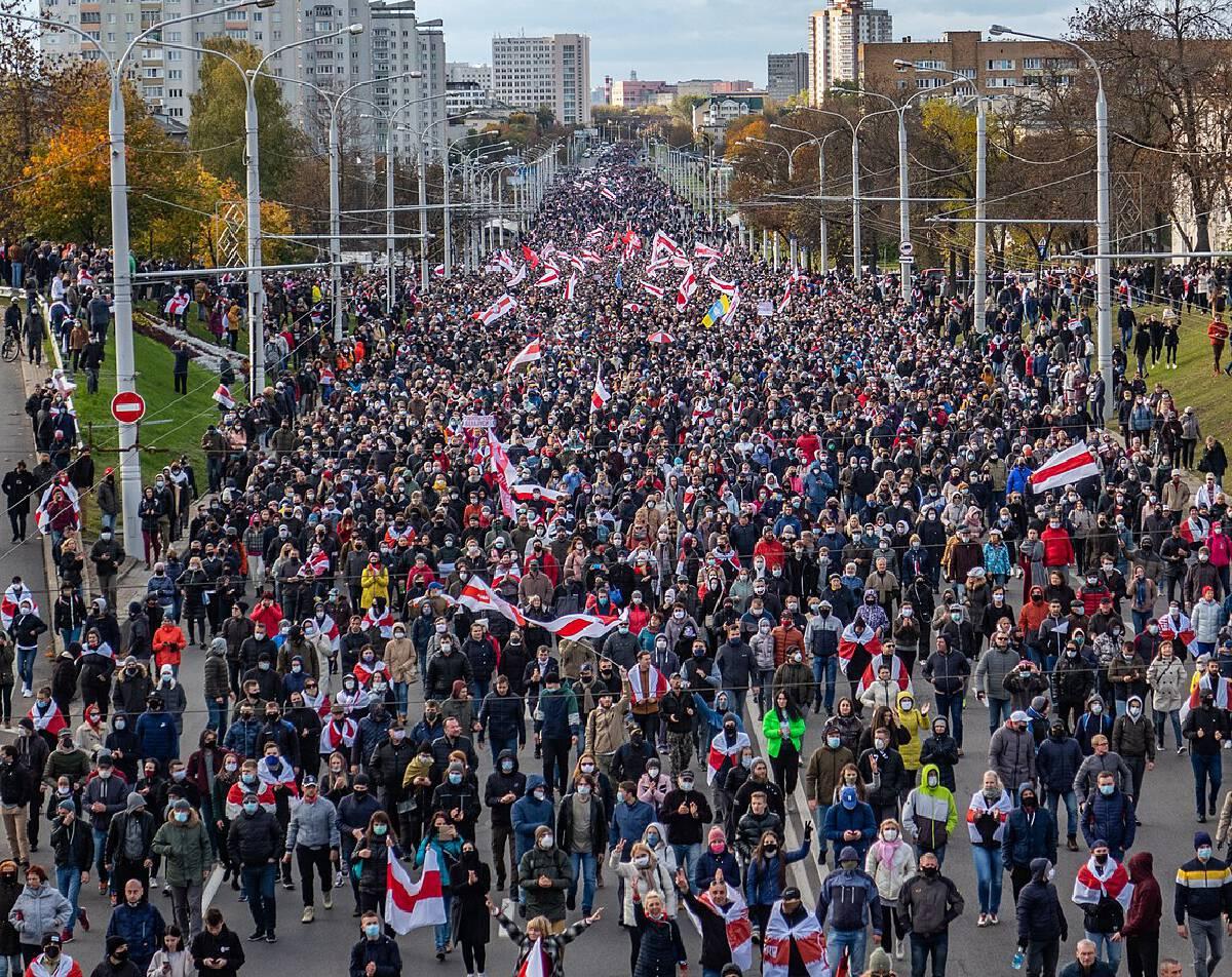 ประชาชนนนับแสนออกมาประท้วงผลการเลือกตั้งของเบลารุส