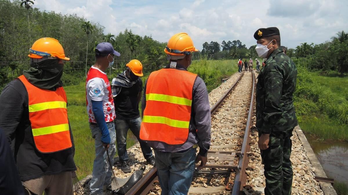ซ่อมรางรถไฟถูกวางระเบิดเสร็จพรุ่งนี้เย็น