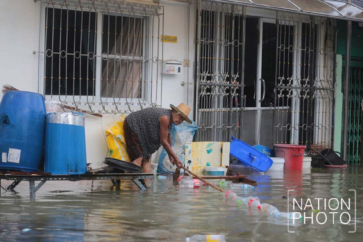 ประมวลภาพ น้ำท่วมย่านนิคมอุตสาหกรรมบางปู