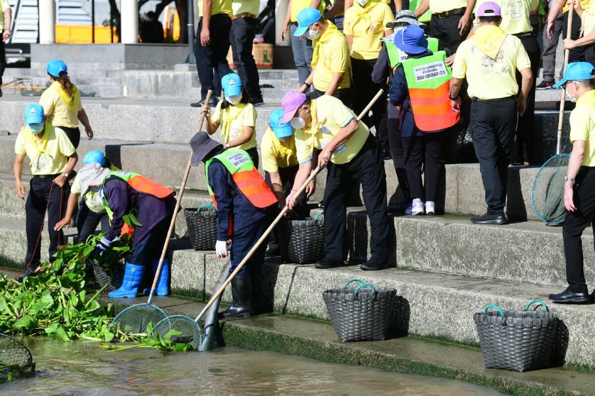 จิตอาสาฯ แก้ไขปัญหาผักตบชวาในแม่น้ำเจ้าพระยา