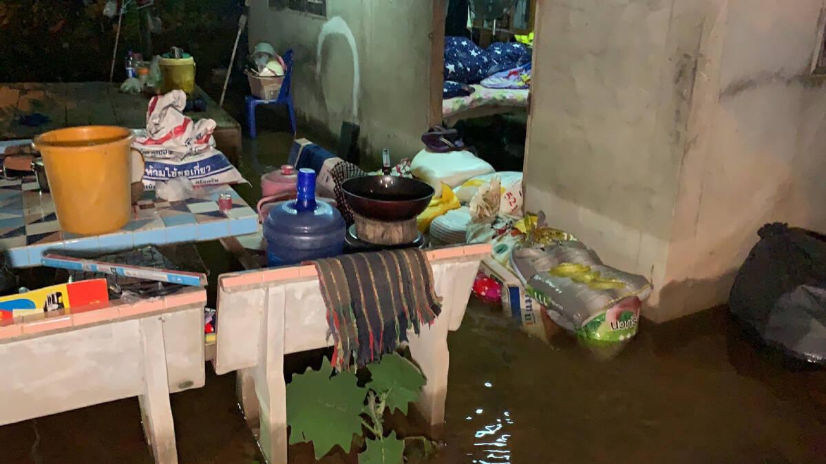 ชาวบ้านไม่นอนเตรียมเฝ้าระวังระดับน้ำตลอดคืน