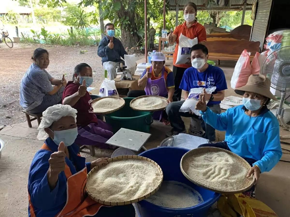 """""""ไทยสร้างไทย""""ยื่นมือช่วยเหลือเกษตรกร แก้ปัญหาราคาข้าวตกต่ำ"""