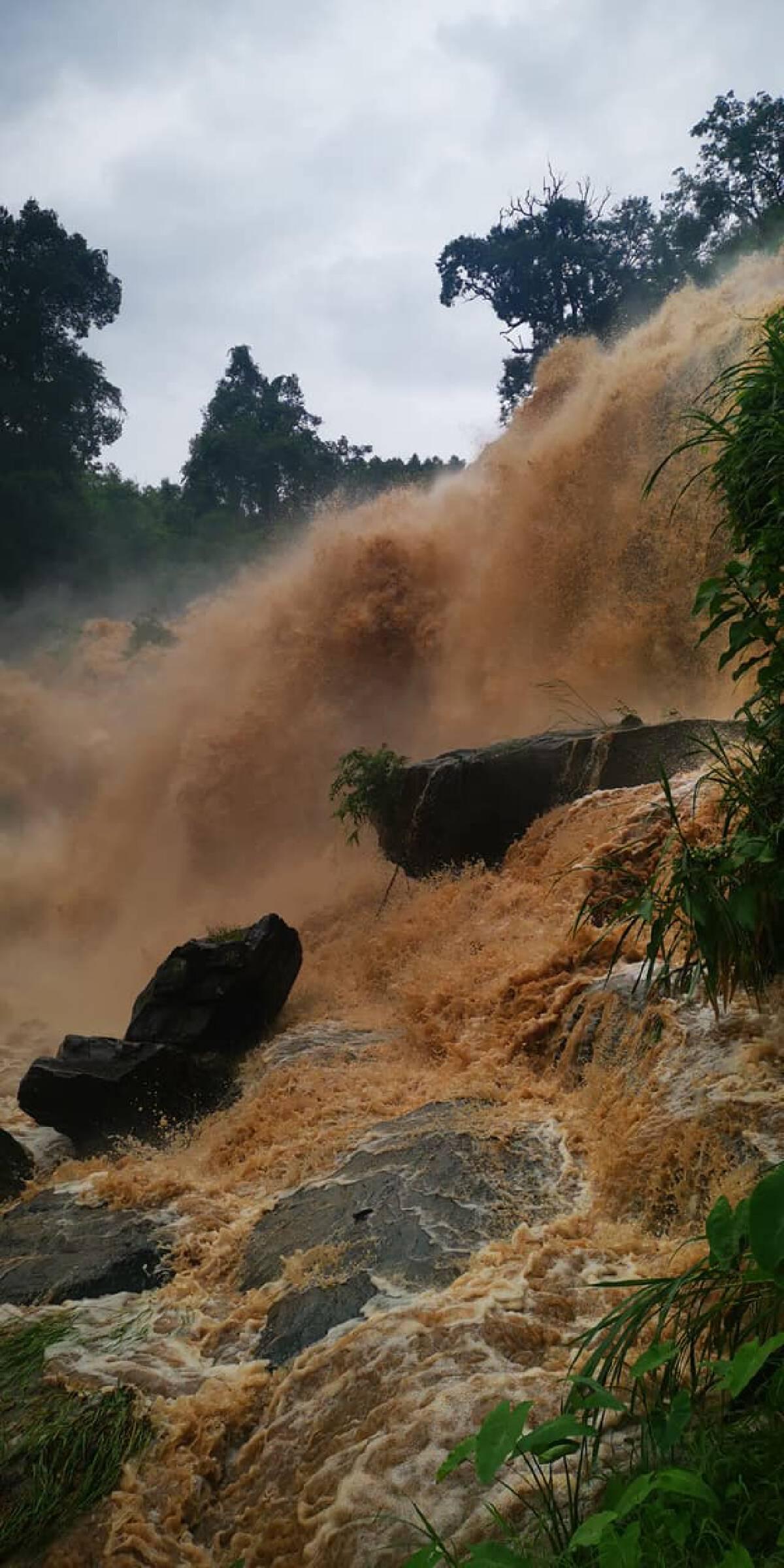 น้ำป่าดอยอินทนนท์ไหลหลากรุนแรงน่ากลัว!