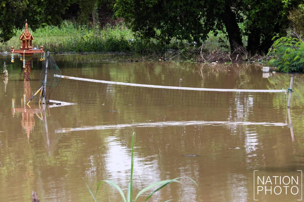 """น้ำเริ่มเอ่อท่วมพื้นที่ลุ่มต่ำ """"อยุธยา"""" หลังเขื่อนเจ้าพระยาระบายน้ำเพิ่ม"""