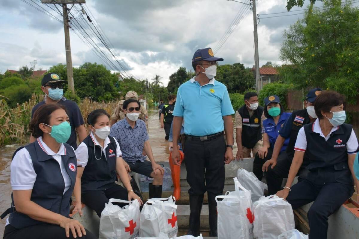 ผู้ว่าฯลงพื้นที่บ้านกกทอง ช่วยเหลือฟื้นฟูผู้ประสบภัยน้ำท่วม