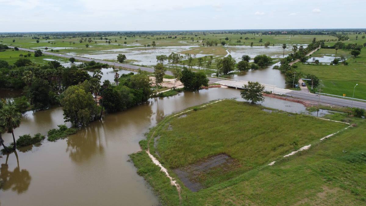 ปริมาณน้ำลำเชียงไกรไหลเข้าท่วมนาข้าวเพิ่มขึ้นกว่า500ไร่