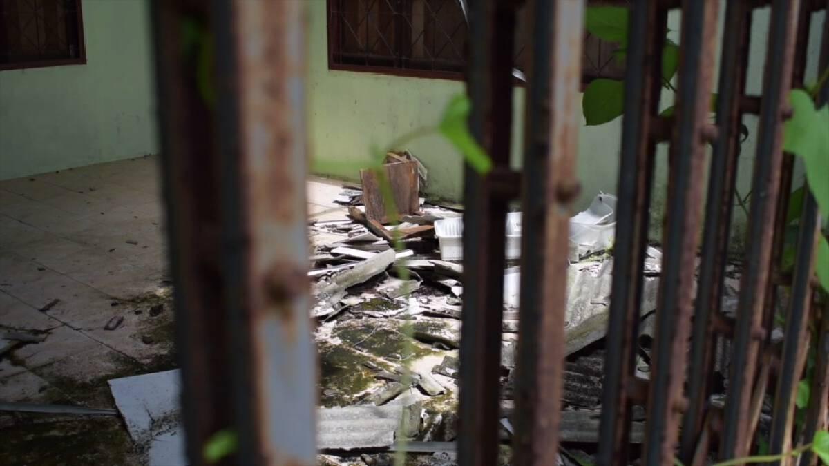 ต้นโพธิ์ล้มทับอาคารเรียนพัง แรมปีไร้หน่วยงานซ่อมแซม