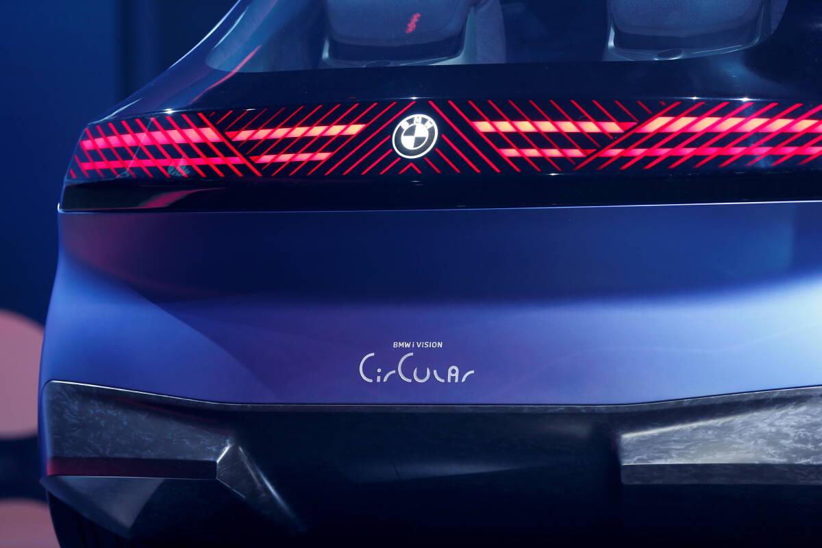 BMW เผยโฉมรถยนต์สุดล้ำยุค สร้างจาก 'วัสดุรีไซเคิล'