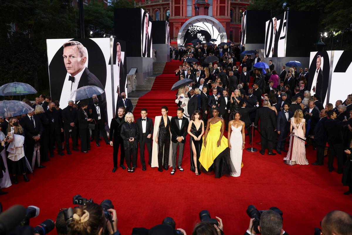 สมาชิกราชวงศ์อังกฤษร่วมงานเปิดตัวหนังเจมส์ บอนด์