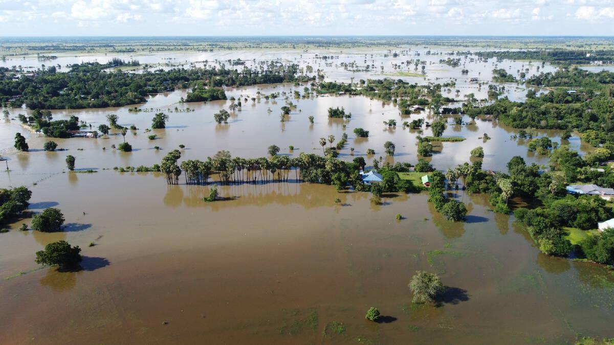 อพยพชาวบ้านโนนสูงหนีน้ำท่วมสูง 2 เมตร