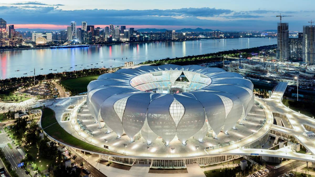 Hangzhou Olympic Sports Centre Stadium (Big Lotus) สถานที่จัดพิธีเปิดและปิด รวมถึงสนามจัดการแข่งขันของมหกรรม Hangzhou 2022