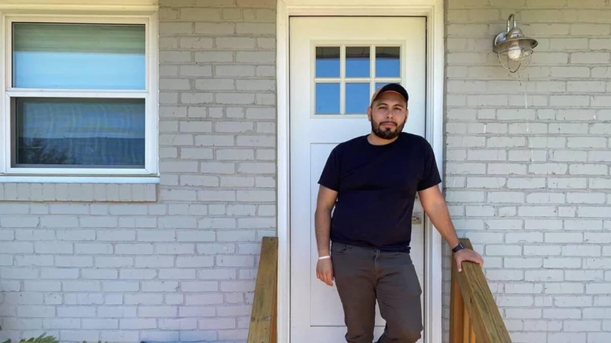 Jonathan Caballero ผู้ได้เวลาคืนมาหลังลาออกจากงานรูปแบบเดิม (เครดิตภาพ: Andrea Hsu/NPR)