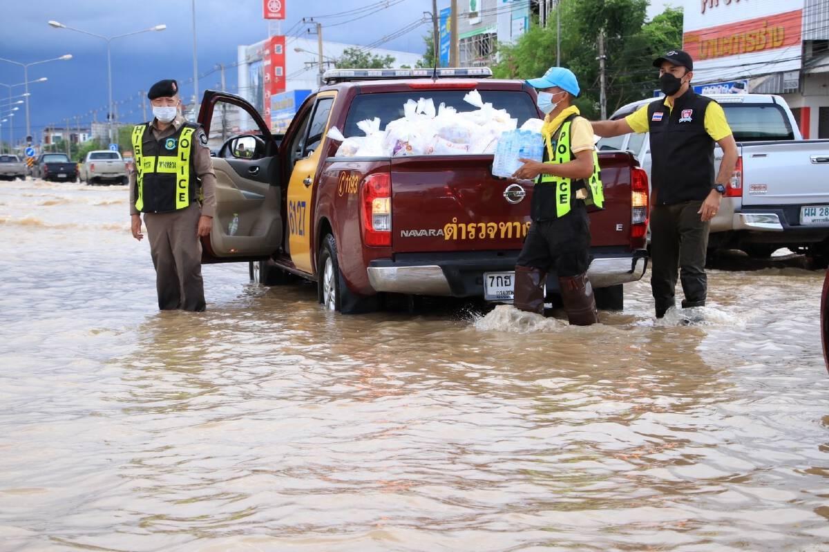 จิตอาสา 904 พร้อมคณะ รุดช่วยชาวบ้านเทศบาลด่านขุนทด น้ำท่วมหนักสุดในรอบ 10 ปี