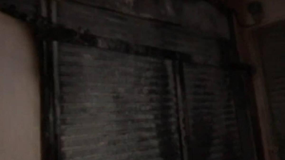 ไฟไหม้กลางดึก หวิดคลอกแม่ลูกดับ มือวางเพลิงยืนยิ้มดูผลงาน