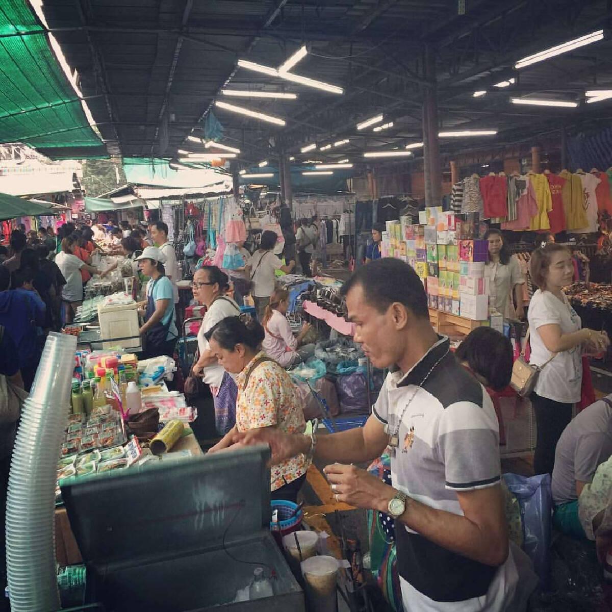 """ใจหาย! ชาวเน็ตเผยภาพทุบ """"ตลาดคลองสาน พลาซ่า"""" เพื่อเตรียมส่งคืนการรถไฟฯ"""