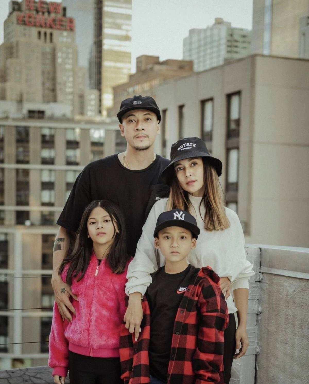 """""""นานา ไรบีนา"""" ส่งโพสต์จากใจแม่ หลังส่งคู่แฝดไปเรียนที่นครนิวยอร์ก"""
