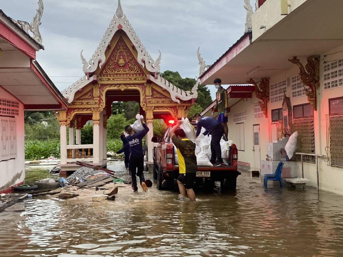 กองทัพเรือ ส่งทหาร-ยุทโธปกรณ์ ช่วยผู้ประสบภัยน้ำท่วม อ.บางบ่อ