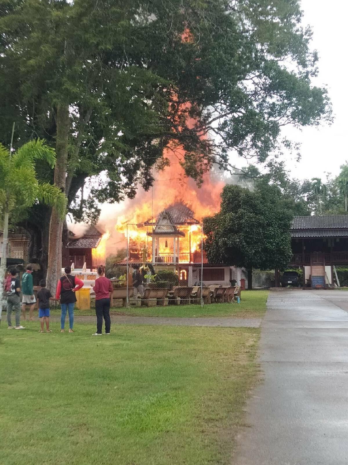 ไฟไหม้กุฎิพระเก่าอายุกว่า 100 ปี วอด 3 หลัง