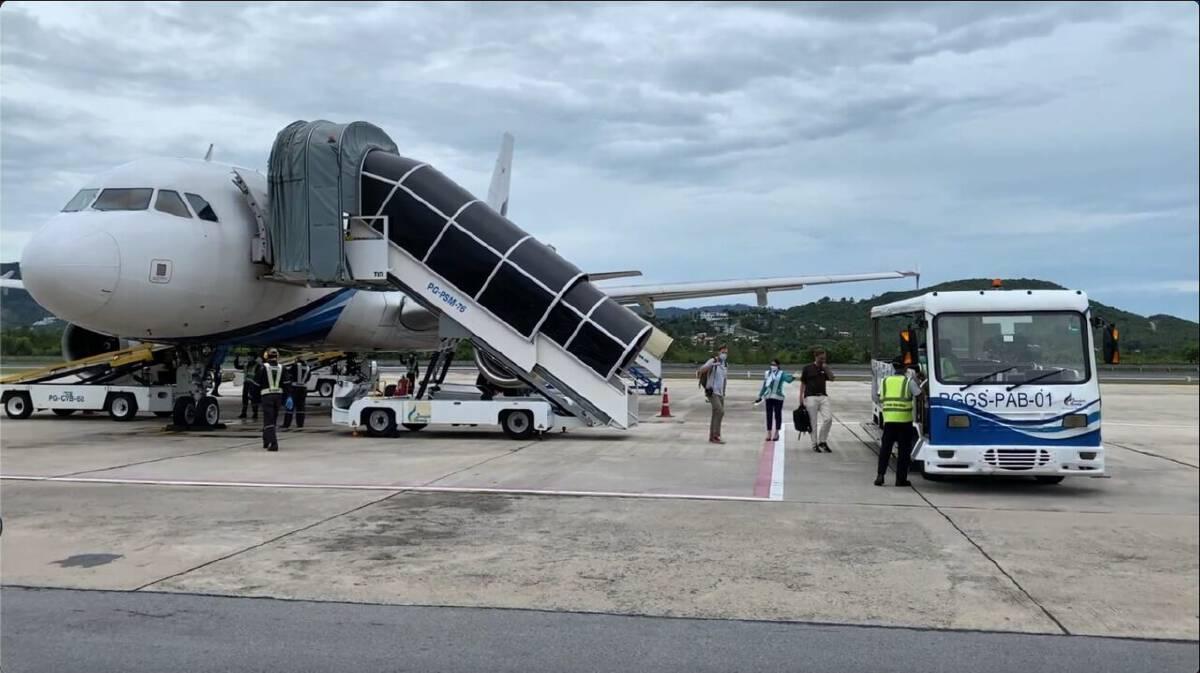 แฟ้มภาพ : นักท่องเที่ยวเดินทางมาเกาะสมุย