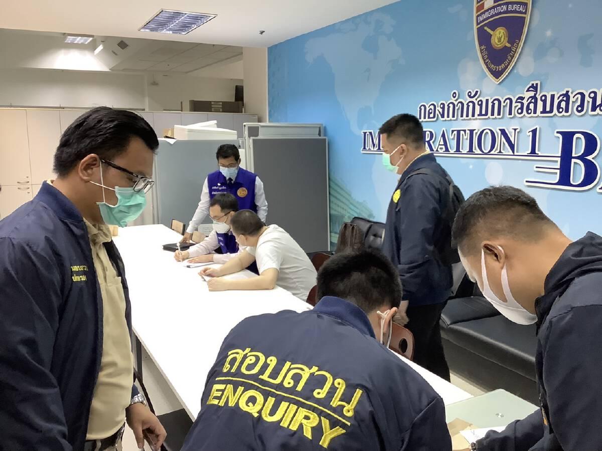 ตม. ร่วมกับกรมการปกครอง จับนักธุรกิจจีนสวมบัตรประชาชนคนไทย