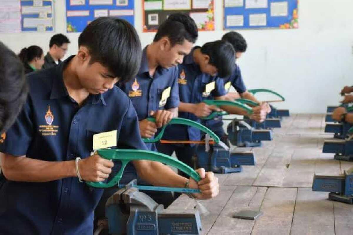 ตลาดแรงงานยังต้องการแรงงานมากถึง 2.2 แสนคน