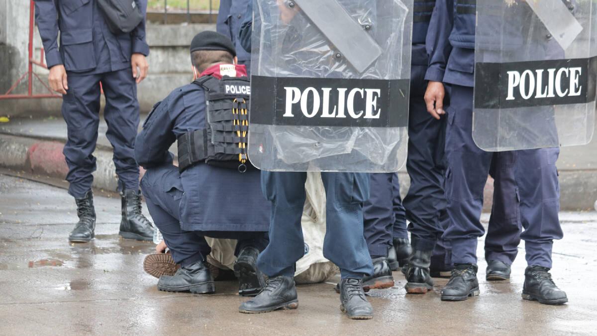 ราษฎรขอนแก่นปะทะควบคุมฝูงชนชุลมุนรับลุงป้อม