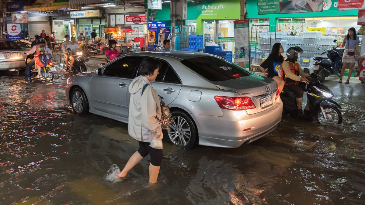 เมื่อดินฟ้าควบคุมไม่ได้ ทำอย่างไรประชาชนจึงอยู่รอดได้ในหน้ามรสุมของไทย