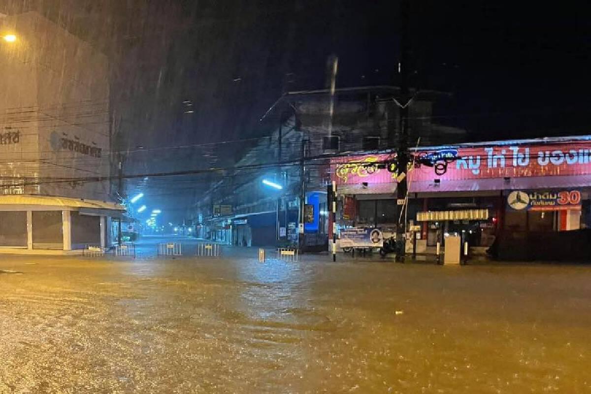 สถานการณ์น้ำท่วมบนถนนสายต่าง ๆ ในเขตตัวเมืองจันทบุรี