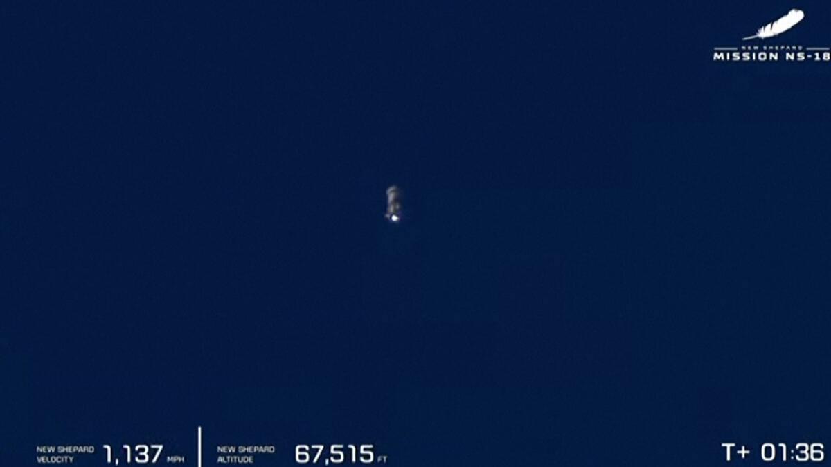 นักแสดงจากซีรีย์อวกาศชื่อดัง ขึ้นสู่อวกาศในวัย 90