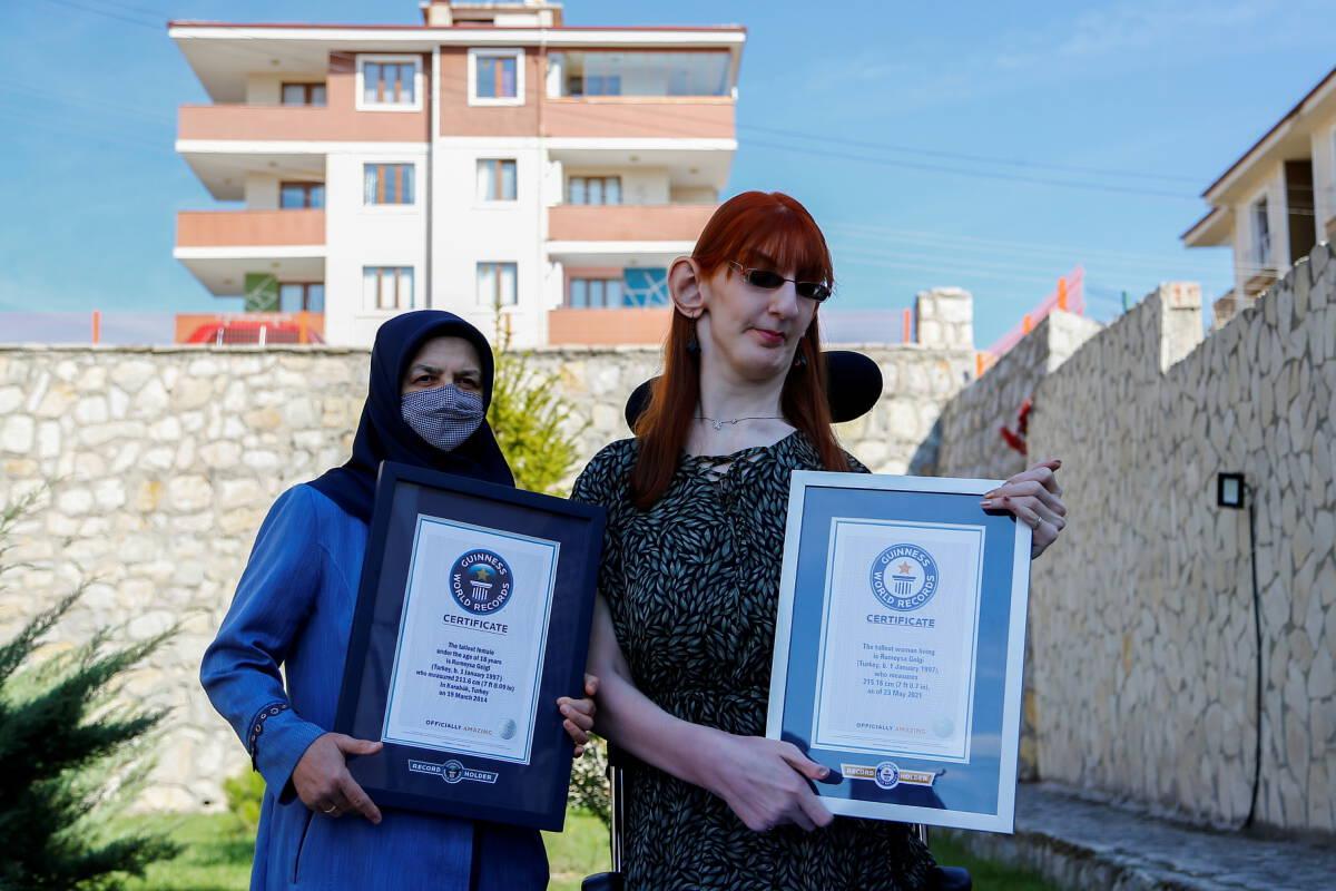 ชายหญิงชาวตุรกีคว้าตำแหน่งคนที่สูงที่สุดในโลก