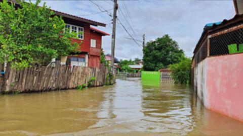 หน่วยกู้ภัยอาสาสุโขทัย-เร่งช่วยชาวบ้านหลังจมบาดาลนาน 4 วัน