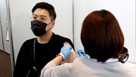 โตเกียวเปิดศูนย์ฉีดวัคซีนตอนกลางคืน ให้บริการคนเลิกงานดึก