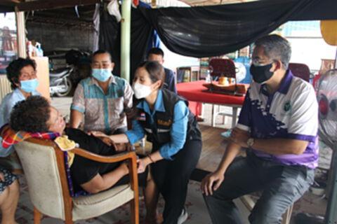 เข้าเยี่ยมครอบครัวหนุ่มกู้ภัยดับปริศนา หลังฉีดวัคซีนเข็ม 3